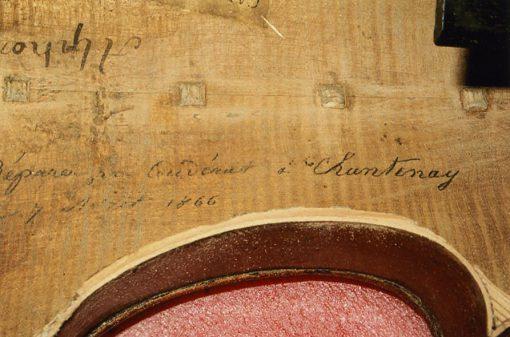 Anotaciones en violín interior